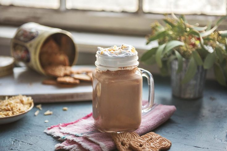 Almond, Date, & Chocolate Smoothie | the Fresh Times
