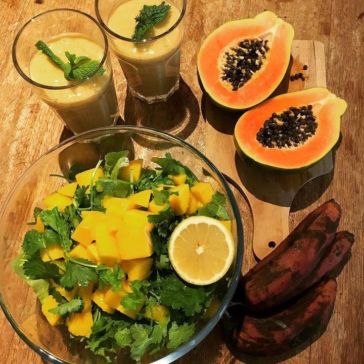 Brunch  Banana persimmon (kaki) smoothie  Papaya  Brown banana Mango salad with cilantro  週末ランチ バナナと柿のスムージー パパイヤ 茶色のバナナ マンゴーとコリアンダーのサラダ  #vegan #organicfood #rawfood #rawvegan #801010 #rawtill4 #fullyraw #hclf #hclfvegan #vegetalien #veganism #veganlife #consciousliving #shinebrighter #ビーガン #ヴィーガン #フルーツ #ロービーガン #ローヴィーガン #ローフード  #オーガニック #ベジタリアン #フルータリアン #有機野菜