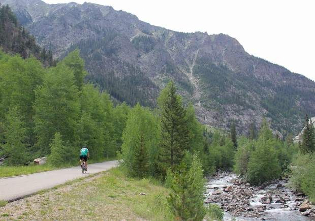 Bike #Vail Pass Recpath to Frisco for 14 Miles of Downhill Fun | MountainHop.com #Colorado #Mountains