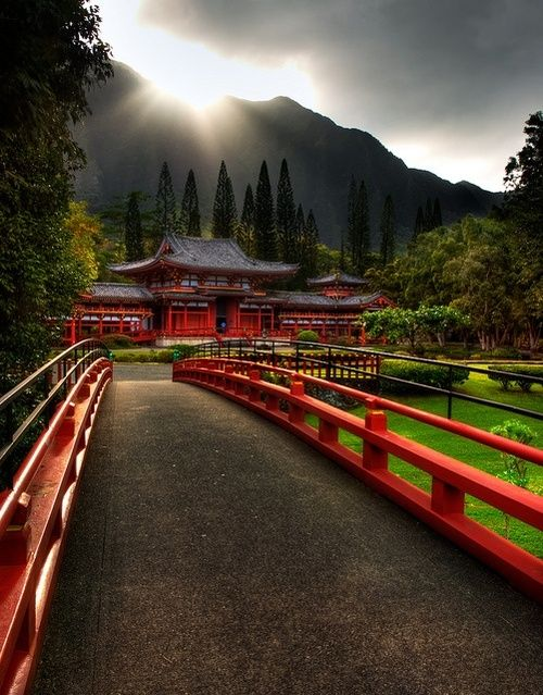 Byodo-In Temple, Oahu, HAWAII  This beautiful Buddhist temple is a replica of the 900-year-old Byodo-In located in Uji, Japan. It is located in one of the most peaceful locations in O'ahu – the Valley of the Temples