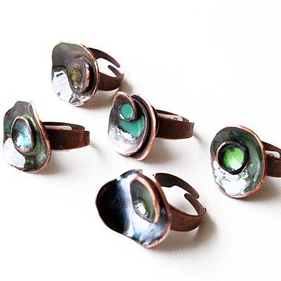 Anillos de Cobre esmaltado diseñados por Ninna/ Enamelled copper rings by Ninna www.nu-designcostarica.com