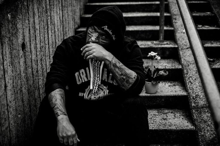 Olli Banjo - Großstadtdschungel - https://www.musikblog.de/2017/07/olli-banjo-grossstadtdschungel/ #KCRebell #OlliBanjo #SamyDeluxe