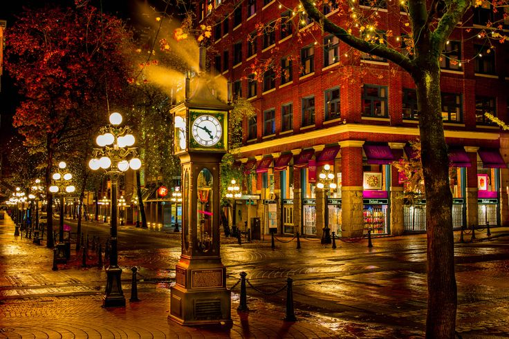 https://flic.kr/p/FTrSqg | The Steam Clock | Vancouver, 2015                                                                                                                                                Gastown's iconic steam clock let's off a little steam.
