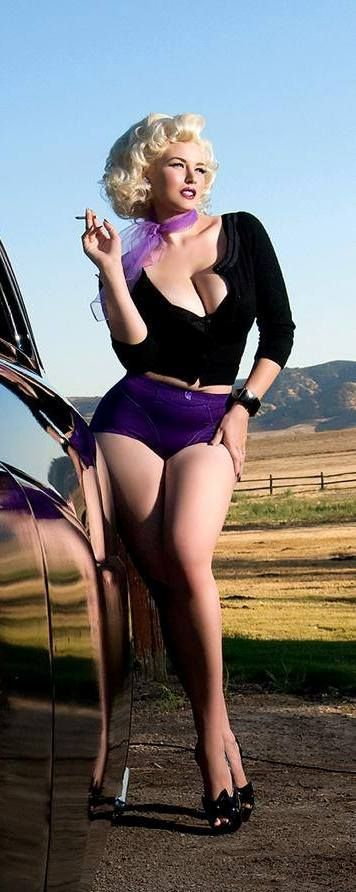 Gia Genevieve - a classic pin-up model looks like a combination of Marylin Monroe and Jessica Rabbit.