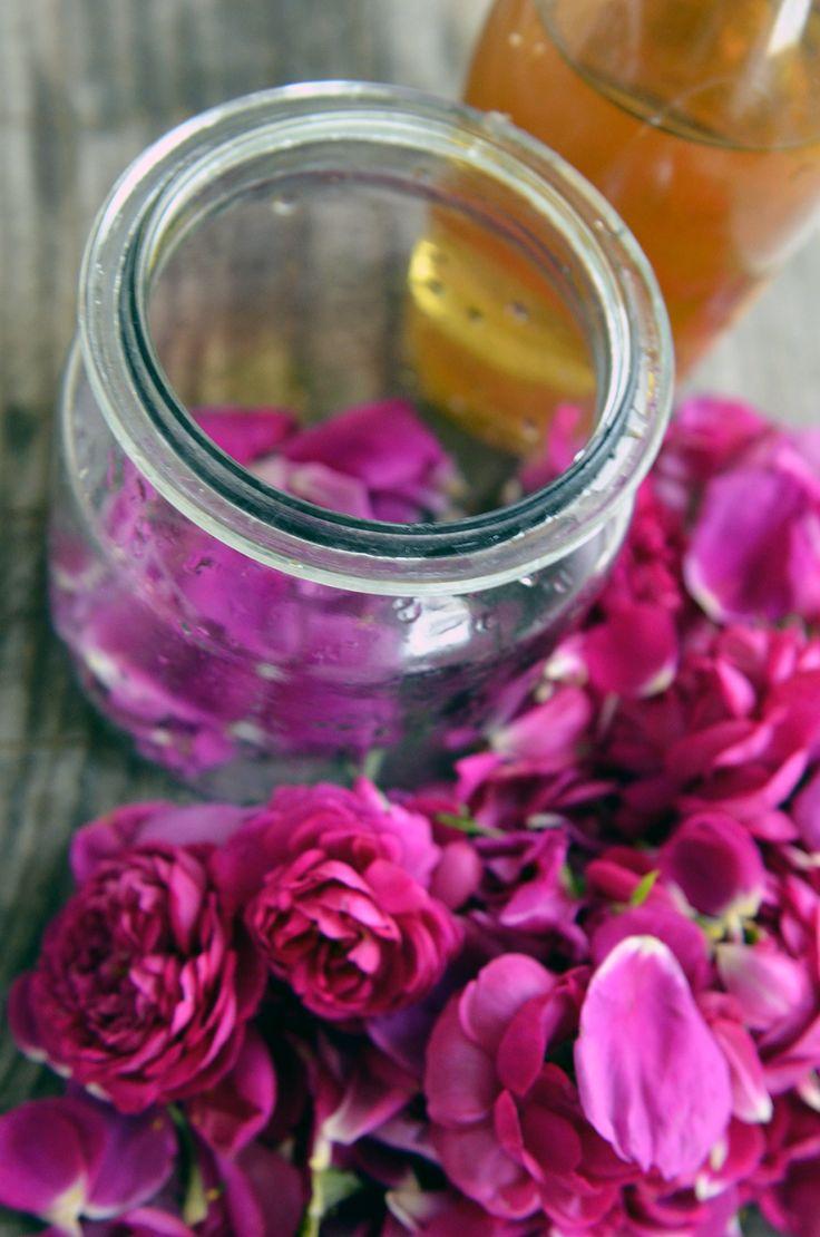 Ocet z płatków róży