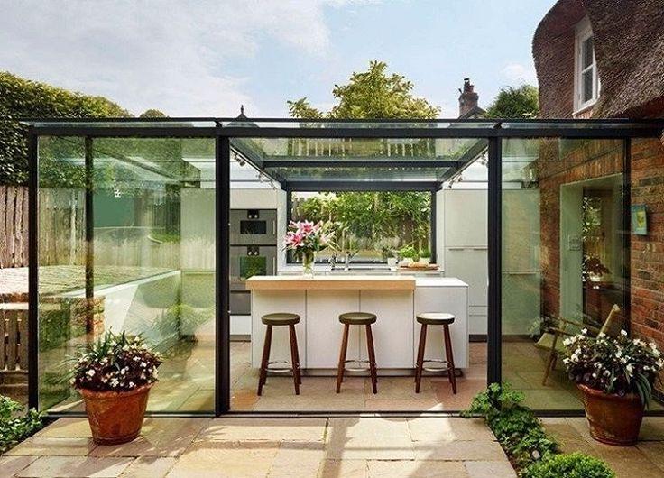 """{Via @revistacasaclaudia Instagram} // """"Inspiração do fim de tarde: instalada em uma caixa de vidro, a cozinha se integra com o restante da paisagem do quintal arborizado. A ideia vem do…"""""""