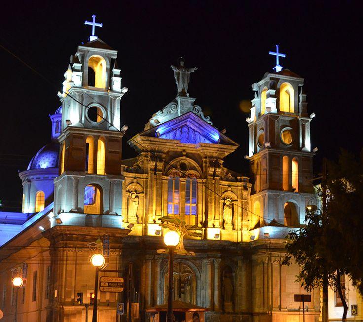 Beautiful monumental church in #Otavalo #Ecuador by night