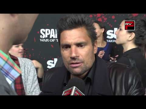 Manu Bennett talk about Andy Whitfield at @spartacus_starz premiere