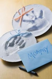How to Make a Handprint of a Baby With Flour & Water thumbnail