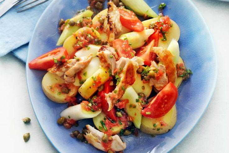 De bijzondere tomatendressing geeft dit aardappelen-groente-vleesgerecht frisse touch - Recept - Allerhande