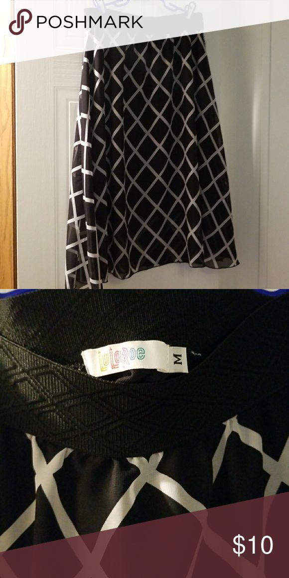 LulaRoe Lucy black and white size medium LulaRoe Lucy black and white size medium, there is a tear on the seam on the left hip but nice skirt if you can sew LuLaRoe Skirts Midi