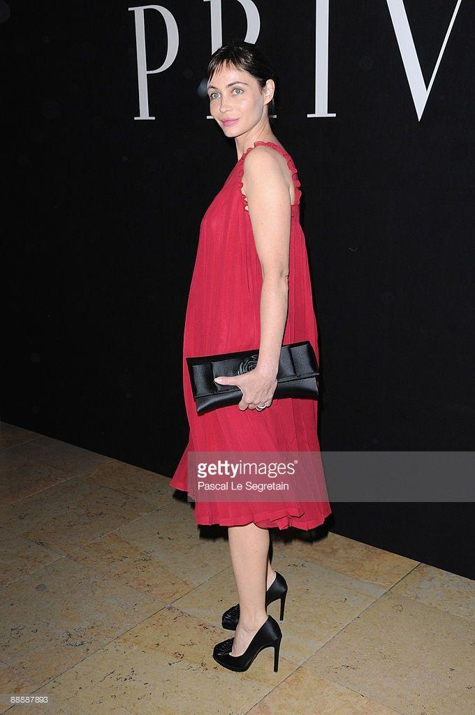 Photo d'actualité : Actress Emmanuelle Beart poses as she arrives at...