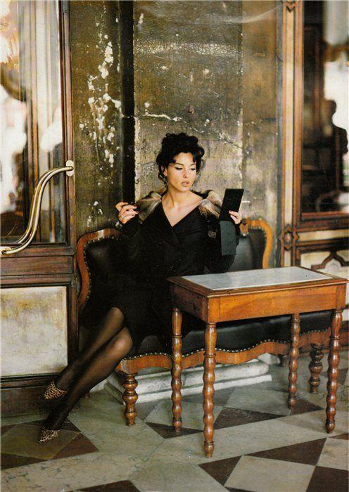 Monica Bellucci  Venezia Vogue Italia Ottobre 1994 by Walter Chin  Caffè #Florian a #Venezia San Marco - Florian #cafè in #Venice Saint Mark #travel #travelinspiration #italy #italia #veneto #italianalluretravel