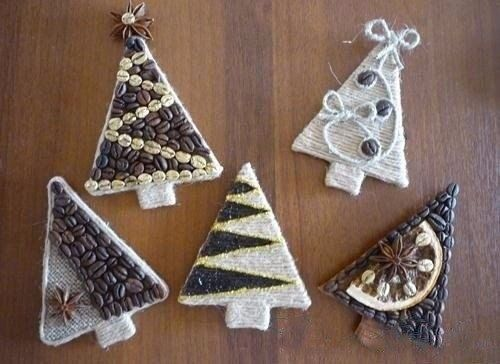DIY Coffee Christmas Trees - magnets on the fridge