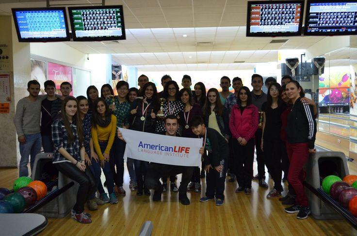AmericanLIFE Kastamonu Sosyal Aktiviteleri başladı. Bowling Turnuvasına katılan tüm öğrenci arkadaşlarımıza teşekkür eder, kazanan gruplarımızı tebrik ederiz. Bir sonraki sosyal aktivitede buluşmak dileğiyle...