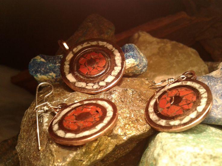 Conjunto de Cobre con Mosaicos en Cuarzo y Jaspe, hecho a mano y diseño exclusivo.
