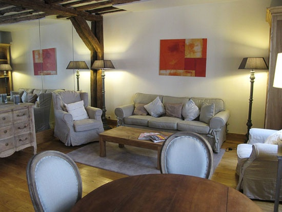 St Germain Charm - Two bedroom apartment in paris, 60 m2, bathroom with shower, second bathroom with shower, on the 2nd floor, no elevator, sleeps up to 4.  www.myparisrental.com