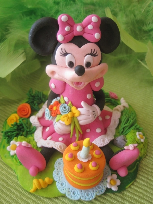 Minnie Mouse by GaliaHristovaGuGi on Cake Central - via http://bit.ly/epinner