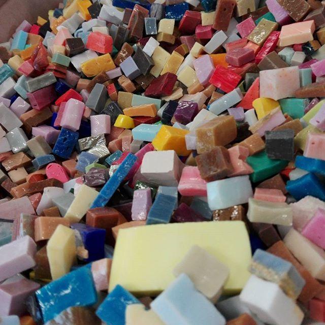 Mosaico+ Artistic Mosaics - The preciousness of the Venetian enamel and the immensity of its many colors  #mosaicopiu #mosaico #mosaic #glassmosaic #smaltiveneziani #smalti #madeinitaly #venetian #enamel #handmade #art #artigianalità #craftsman