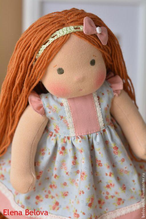 Купить или заказать Вальдорфская кукла Лиза в интернет-магазине на Ярмарке Мастеров. Что любит Лиза? Сладкие пирожные с кремом, веселое пение птичек и прогулки по цветущему парку. Такая подружка сможет сопровождать Вашего ребенка повсюду! Для создания девчушки я с удовольствием использовала только натуральные и качественные материалы: тело сшито из кукольного трикотажа и наполнено нежным овечьим сливером. Волосы очень длинные, до пяточек, выполнены из 100% шерсти и равномерно вшиты по всей…