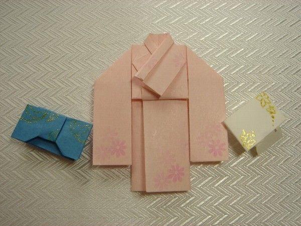 今回は「着物」の折り方です 合わせが逆にならないようにだけお願いしますね(*´▽`*) かなり大変ですが、一度折ってみて下さいね。 これは振袖をイメージして折りました ので、成人を過ぎたら袖を切って小袖に仕立ててくださいね(*´▽`*) 帯...