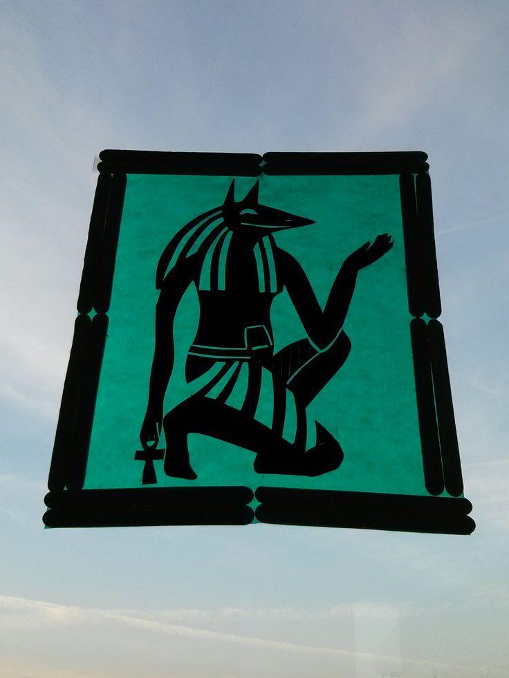 Egypte-silhouet stap 5 Zoek een mooie plek op het raam, bevestig het frame met dubbelzijdig plakband en geniet!