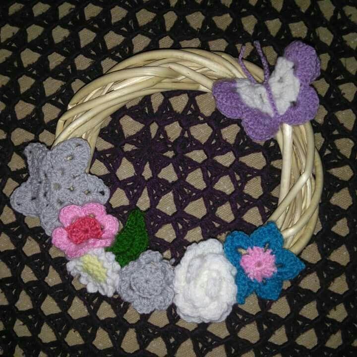 Ειναι πολύ γλυκό όταν οι άλλοι εμπιστεύονται τη δουλειά σου με κλειστά μάτια.... Ευχαριστώ Κ. Ρίτα...  #crochet #handmade #creations #may #newcolletion #wreath #butterfly #flowers #leaf #star #white #pink #fuchsia #purple #silver #blue #green #mywork #metaxerakiamou #happy #neraidodhmiourgies