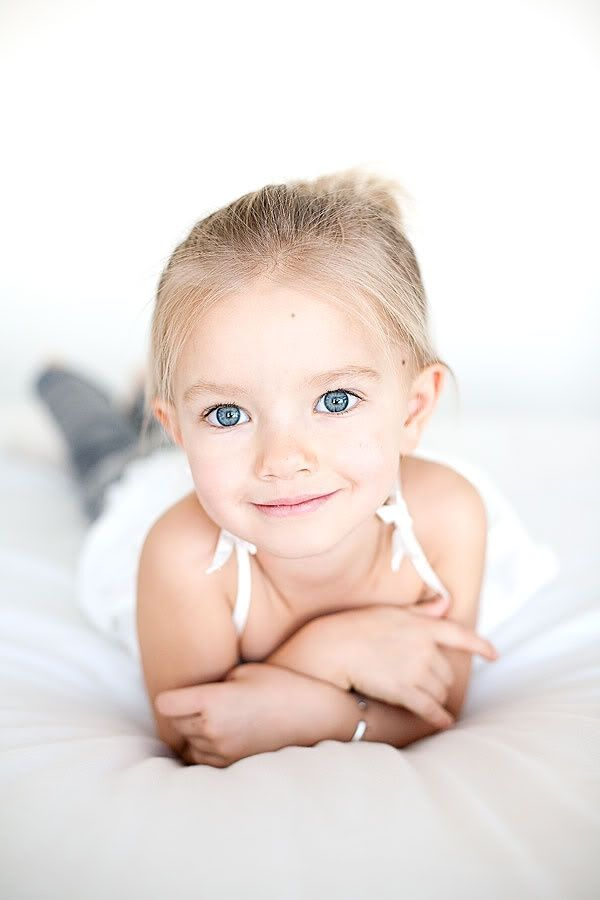 Cutest girl I have ever seen look at her blue eyes
