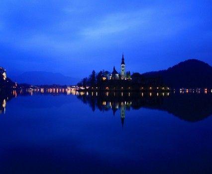 Bledi tó éjjel