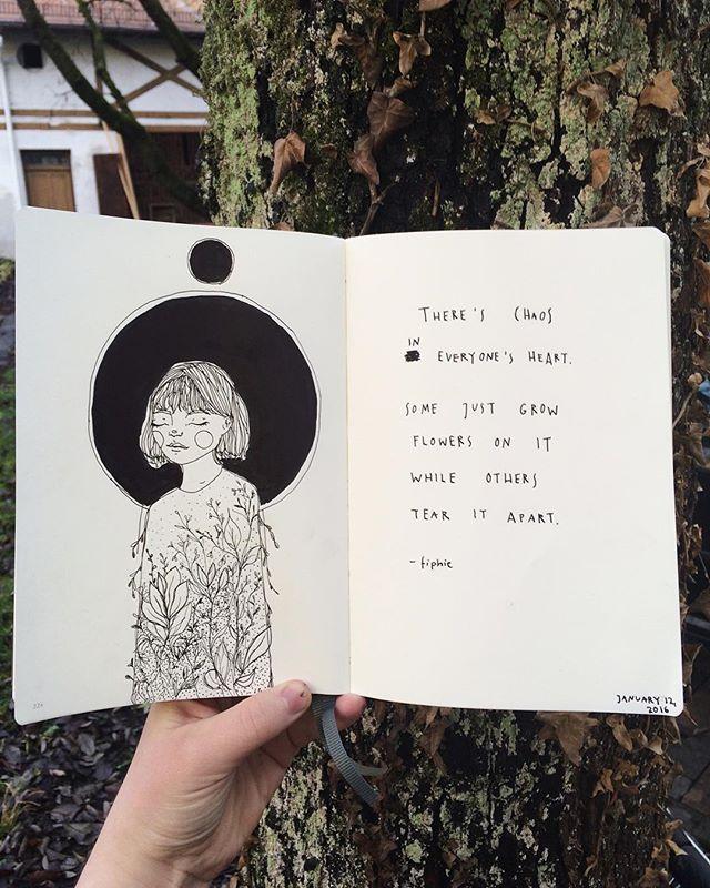 a imagem da menina com os olhos fechados parece pensativa, junto com a poesia traz um ar de leveza de calma
