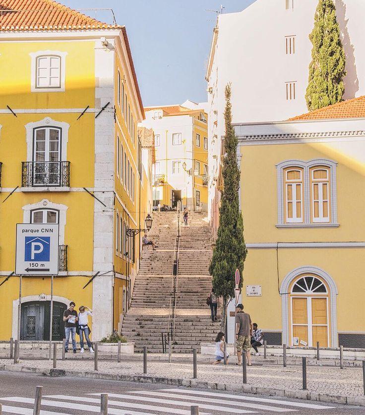 Моё любимое Солнечное Королевство. Кто-то пишет, что Лиссабон не понравился, мол туристы-туристы, а я говорю что Лиссабон это не только монастырь Жеронимуш, Алфама и Белемская Башня. Лиссабон гораздо интереснее, стоит лишь довериться своему сердцу и свернуть с туристической тропы. Если боитесь потеряться, можно записаться на мою экскурсию по нетуристическому Лиссабону. В любом случае, будьте открыты приключениям, заходите в неприметные и небольшие рестораны, ведь именно в них могут готовить…