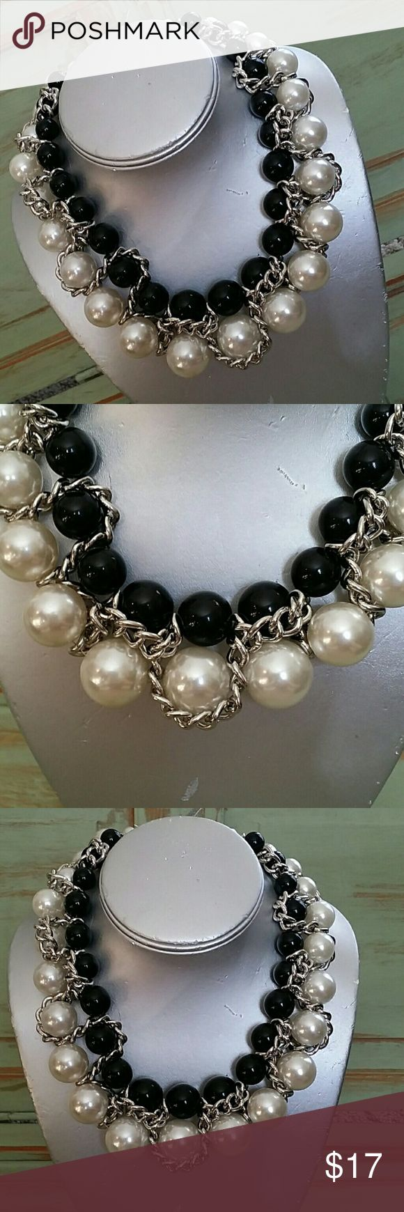 NWT BLACK AND WHITE NECKLACE CHUNKY PEARL NECKLACE NWT.  CHUNKY NECKLACE. Jewelry Necklaces