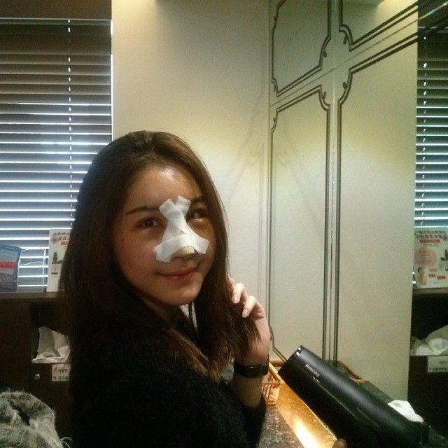 Reiee Kok has just got hairwash service in JW Plastic Surgery Korea. It is her 4 post operative days today.  www.jwbeauty.net  Mobile : +82 10 7195 5114  E-mail : jw_beauty@naver.com