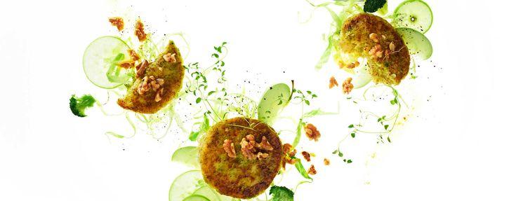 Brokkolibiffer med stekte epler, kål og nøttesmør