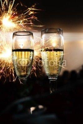 Calici di champagne  #festeggiare #capodanno,#oggetti #ristorante #brindisi #microstock