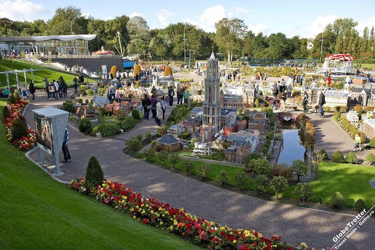 Мадуродам (Мадюродам) Madurodam - парк миниатюр в районе Схевенинген в Гааге – открыт в 1952 году и представляет более 700 моделей основных достопримечательностей Нидерландов в масштабе 1:25 на площади 17.630 м2.