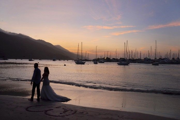 Sevgililer gününe özel romantik sahil yerleri. Çiftler bu özel günlerinde baş başa kalabilecekleri yurtiçi birbirinden güzel romantik sahil yerleri ile unutulmaz bir sevgililer günü yaşayabilir. Sevgiliye alınabilecek en güzel hediye bizce ya bir yurtdışı tatil kaçamağı ya da yurtiçi romantik sahil yerlerine gitmektir.