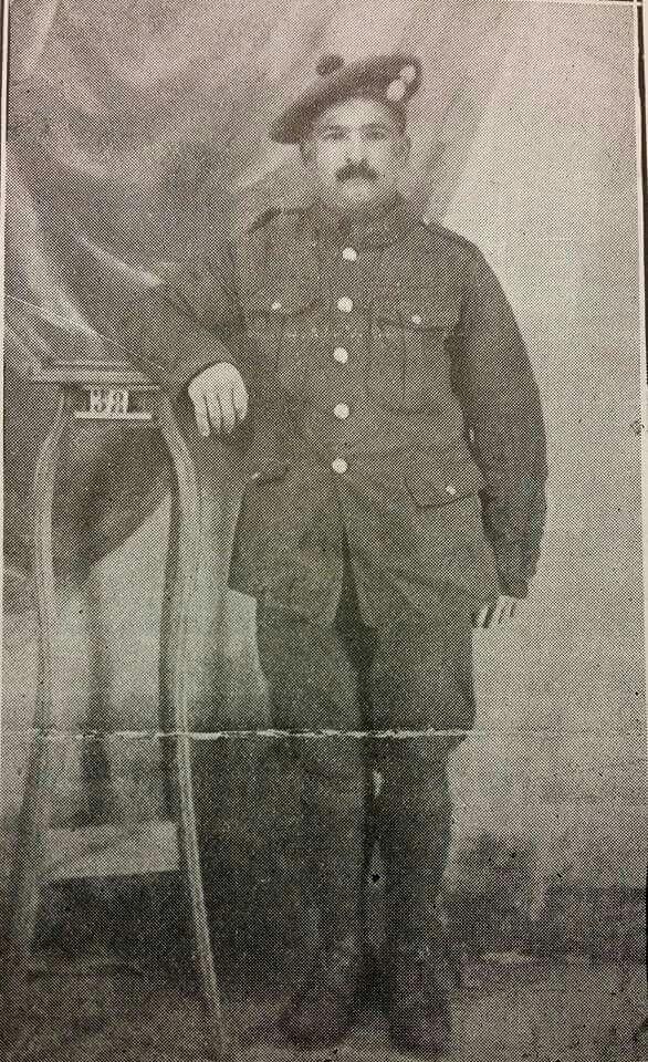 Foto de Ángel Suárez, de la Playa de Ponce, soldado que perteneció a las tropas inglesas durante la Primera Guerra Mundial. Suárez fue herido en una de las batallas más sangrientas en el norte de Francia. Fue tratado de sus heridas en uno de los hospitales franceses. 1918. Cortesía: Universidad de Puerto Rico.