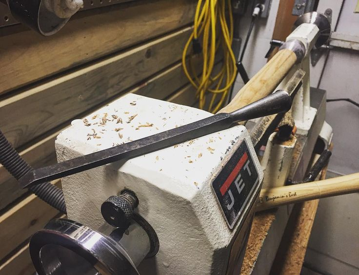 The lathe is so much fun I search the shop for random projects to turn. Last night was a handle for this old chisel. #lathe #woodturning #wood #fun #woodwork #woodworker #woodworking #carpenter #carpentry #jet #tools #random #projects #shavings de thecarpenterwilson