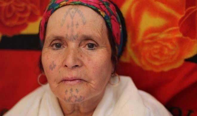 Cezayir'in Dövmeli Kadınları