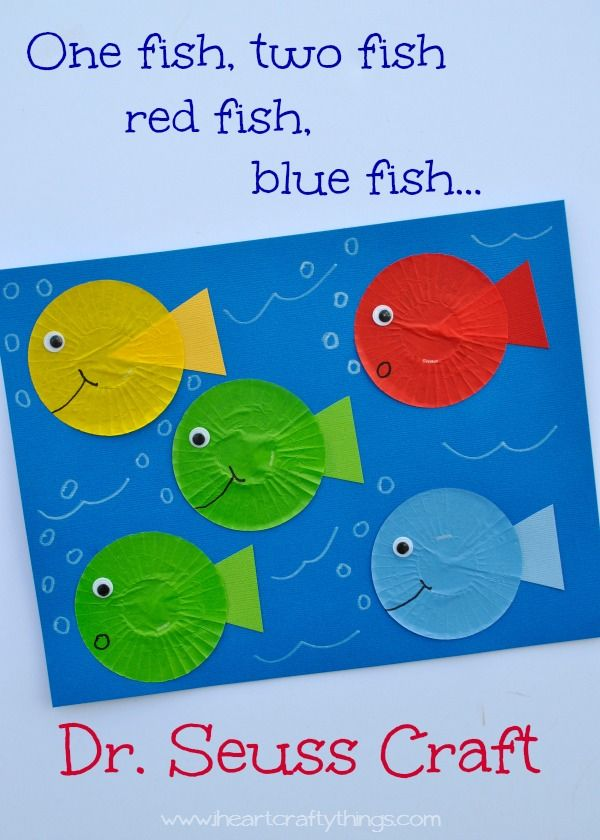 Simple cupcake liner fish craft to go with Dr. Seuss' book One Fish Two Fish Red Fish Blue Fish. Great for Dr. Seuss' Birthday or Read Across America Day. | from iheartcraftythings.com
