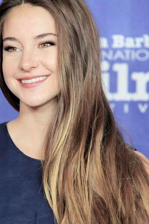 the lovely and beautiful Shailene Woodly.. she looks like Lana del Rey here.. and Im in love with Lana.. soooo this is perfect!