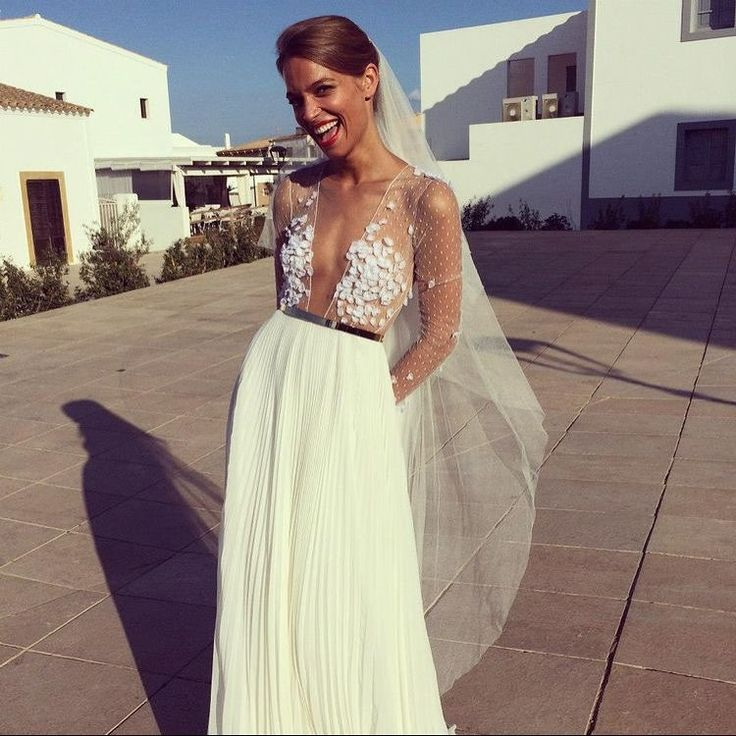 """5,134 To se mi líbí, 43 komentářů – Melody Nelson (@melodynelsonbridal) na Instagramu: """"Follow my Facebook page (link in bio) and keep up the pace  / Margaux Tardits' design / flowers…"""""""