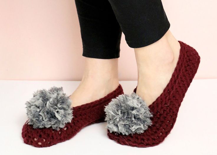 This Free Crochet Pom Pom Slippers Pattern is a must make and you are going to love the gorgeous results. Check out the Pom Pom video too.