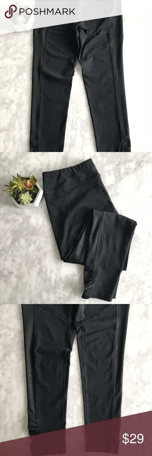 "Calia Carrie Underwood Black Leggings Large Run Gorgeous and simple for any workout, floral side leg detail. Waist measures 16"" and 26"" inseam on this lycra legging, minor wear but overall great condition!  No trades, no PP or otherwise-Happy Shopping! CALIA by Carrie Underwood Pants Leggings"