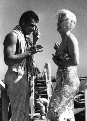 19 augustus 2012: Heet. Foto: Marilyn Monroe als Sugar Kane Kowalczyk en Tony Curtis als Joe in Some Like It Hot (1959