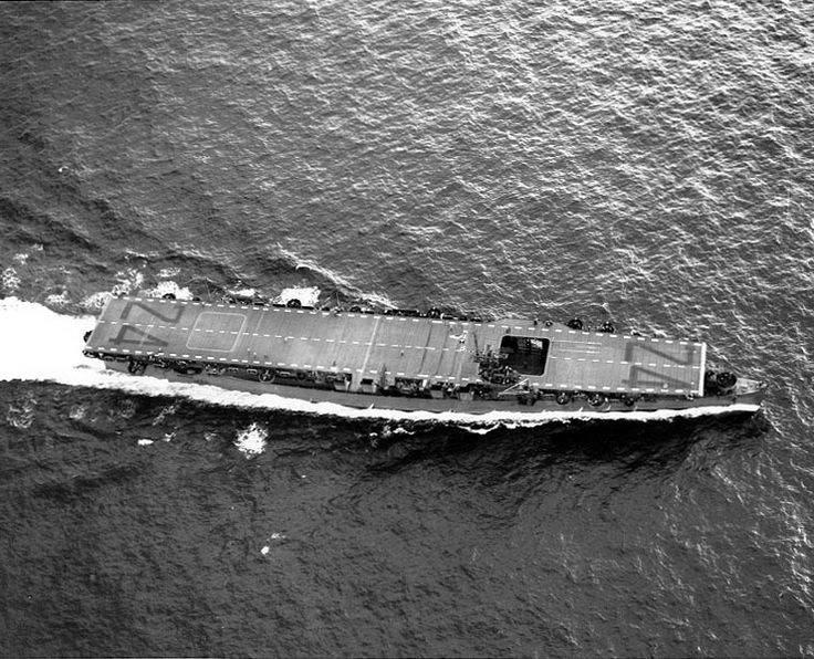 USS Belleau Wood underway in the Pacific Ocean, 22 Dec 1943