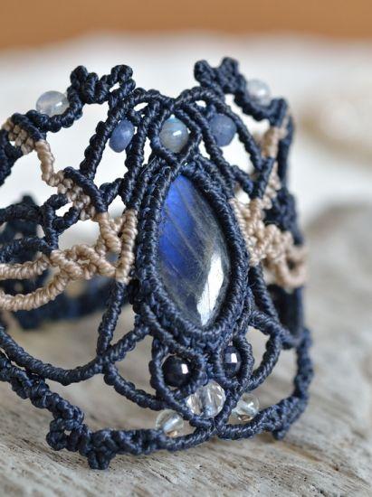 ラブラドライトデザインマクラメブレスレット - 旅する天然石とマクラメアクセサリーのお店 Macrame Jewelry MANO