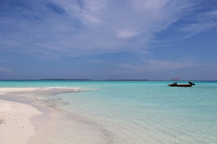 White sandy beach in Thulusdhoo #Maldives #travel #crystalwaters #indianocean #beach #vacation #bucketlist #discover