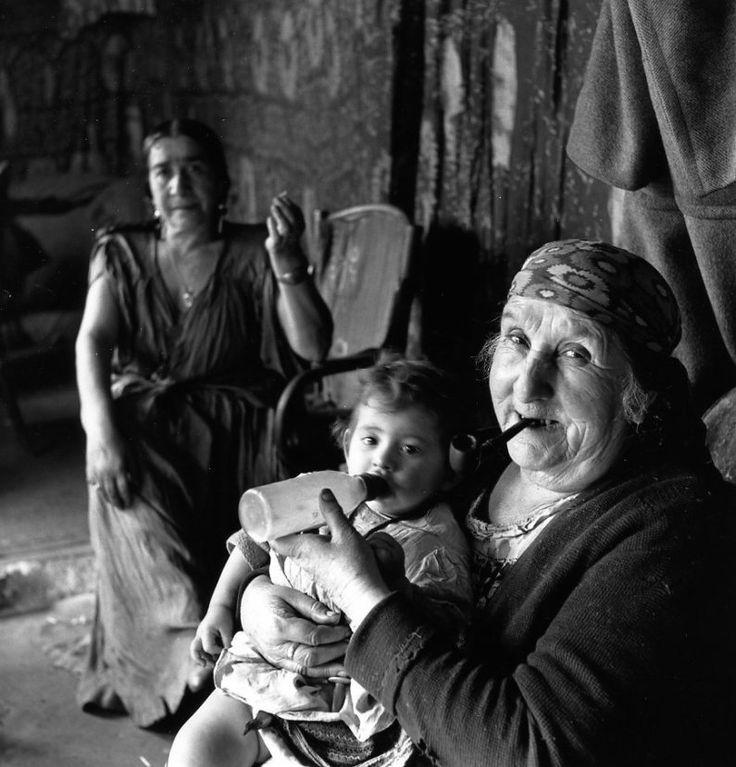 Robert Doisneau // Gypsies -   Les gitans de Montreuil 1950